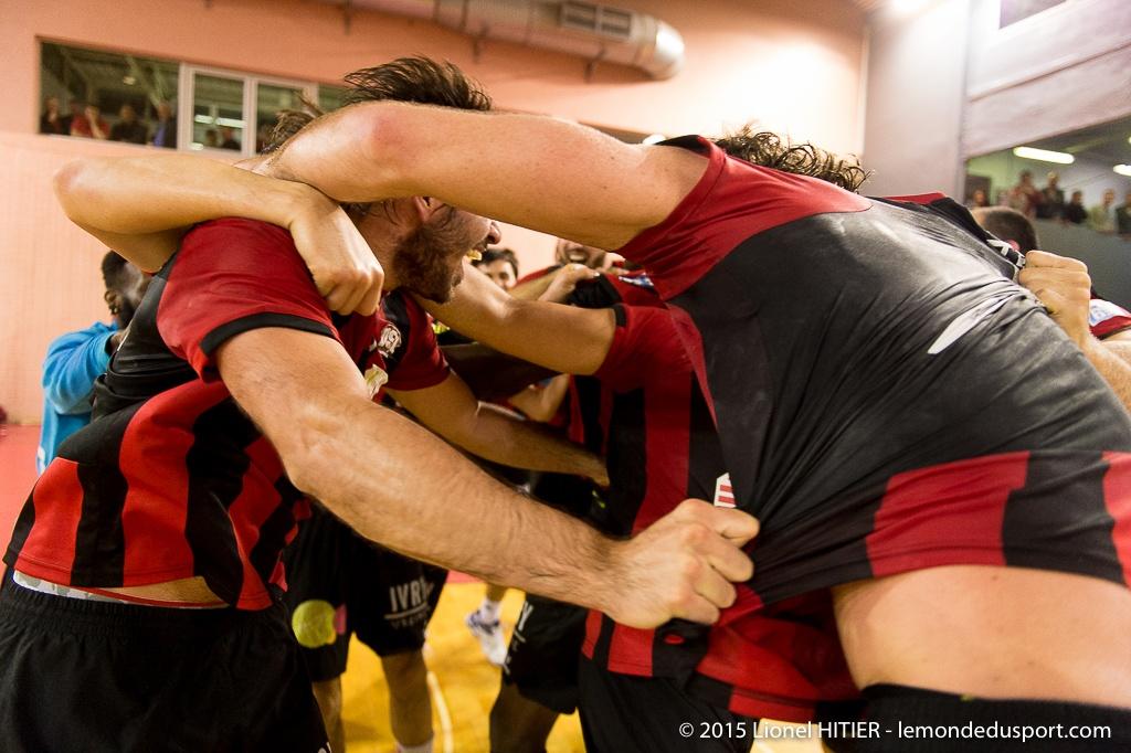 US IVRY - CHERBOURG : le match de la montée ! (Lionel Hitier - www.lemondedusport.com)