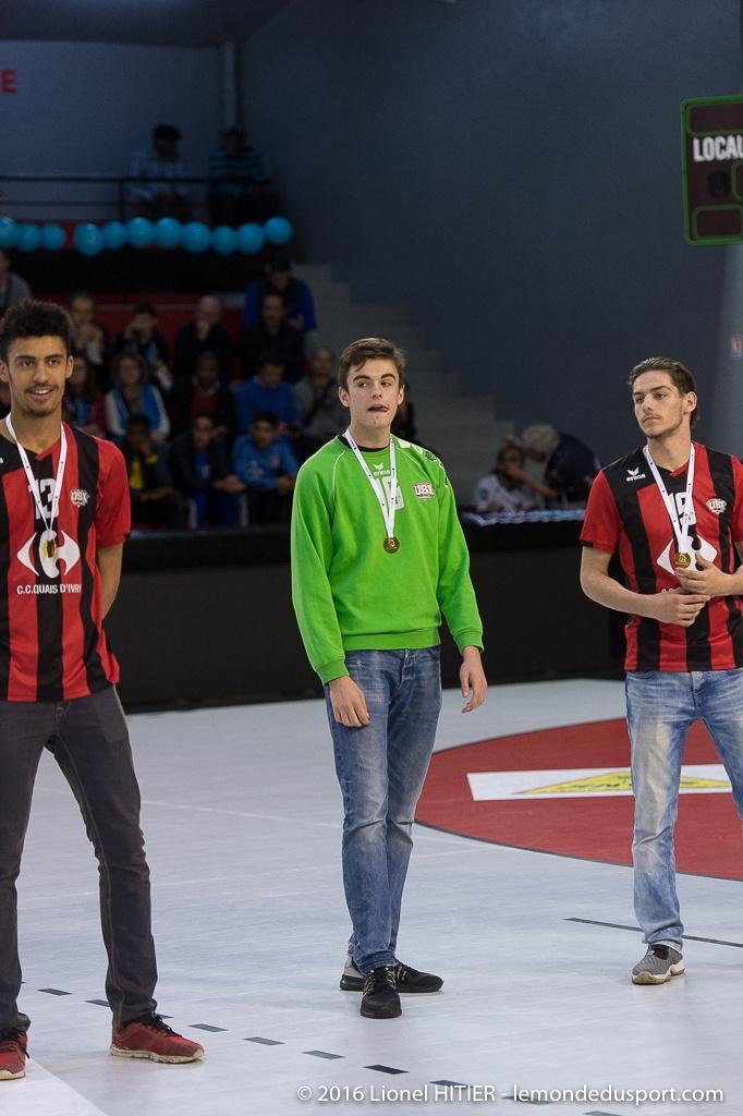 Mise à l'honneur des -18, Champions de France! (Lionel Hitier - www.lemondedusport.com)